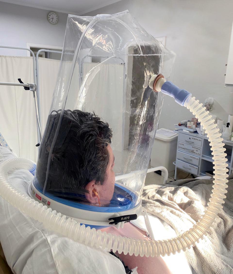 Santa Casa ganha capacetes respiradores para pacientes COVID-19