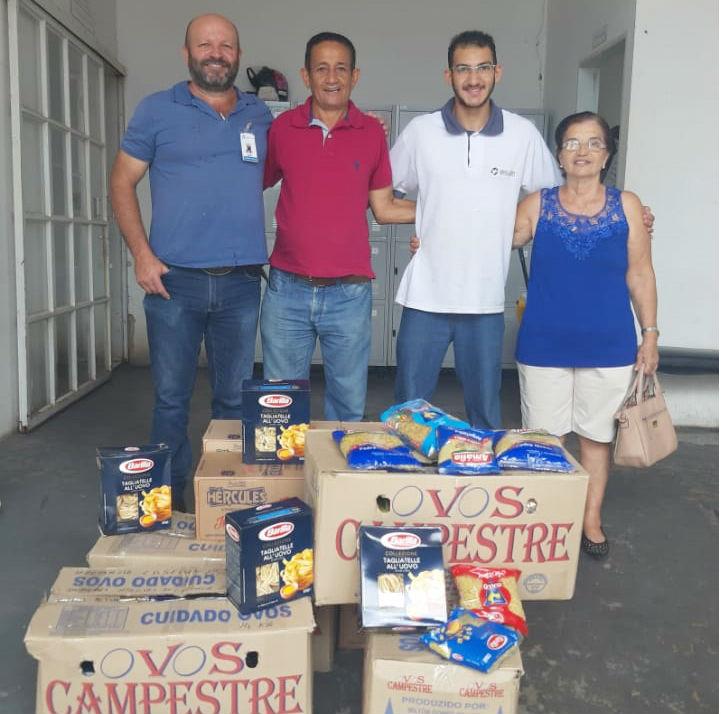 Dona Eva e seu Rubens entregam 223 quilos de alimentos