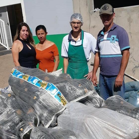 Produtores de Álvares Florence doam 400 quilos de abóboras