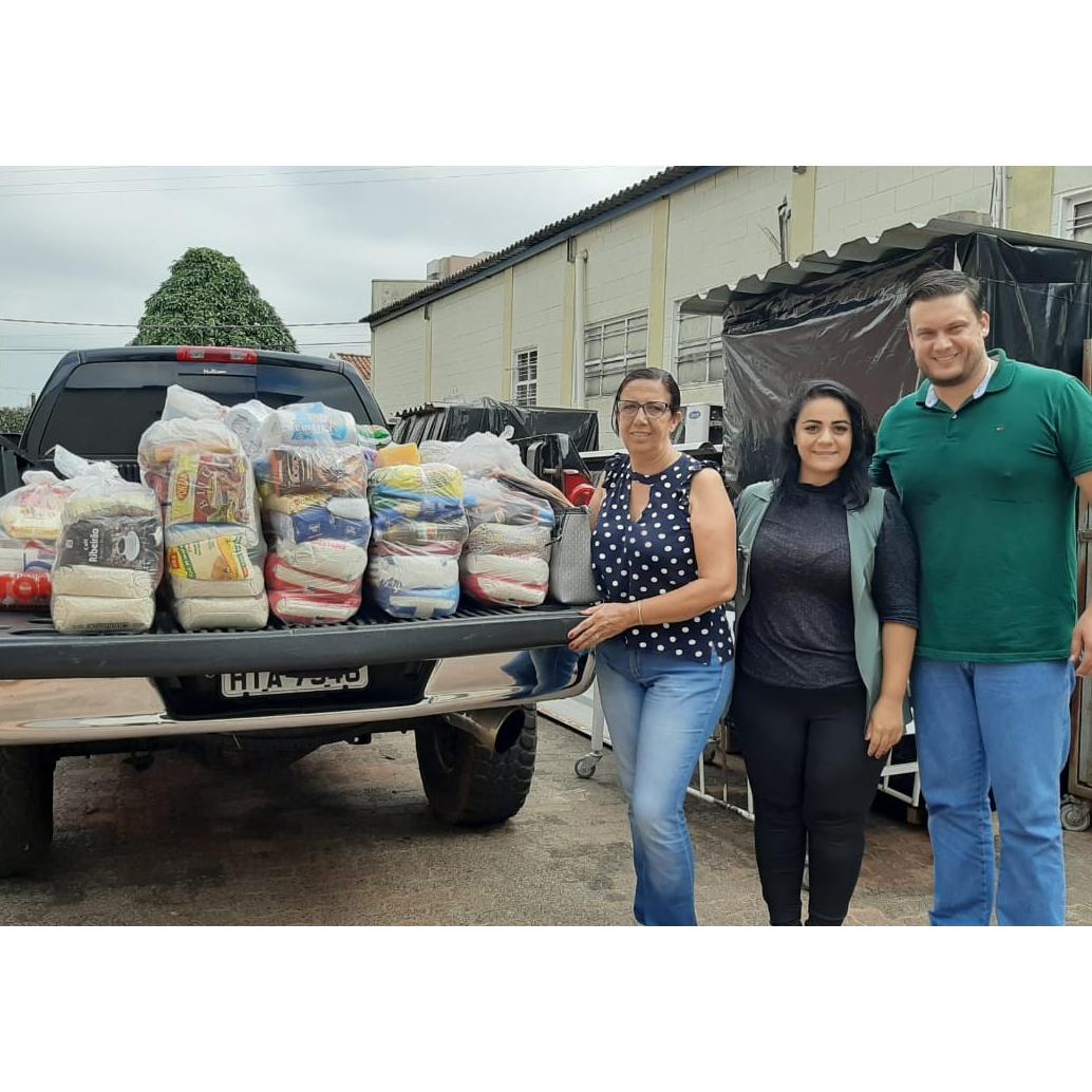 Família Cantoia Figueiredo destina 12 cestas básicas para Santa Casa