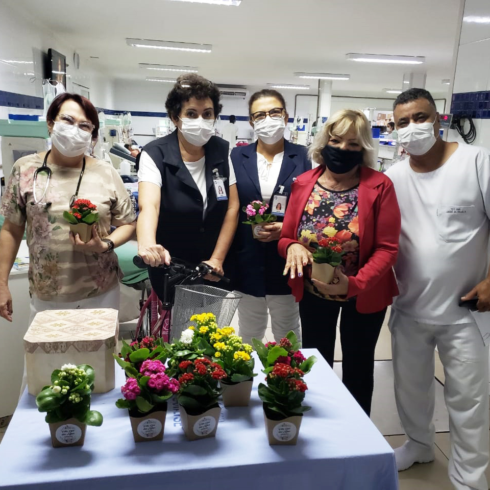Unidade de Diálise da Santa Casa comemora Dia das Mães