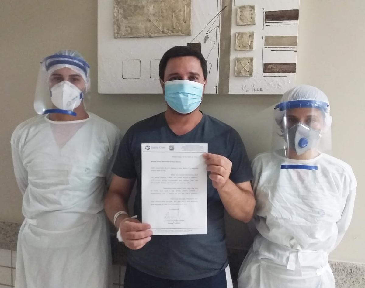 Paciente agradece atendimento COVID-19 com cartas