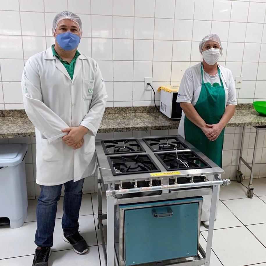 Bazar do Bem entrega equipamentos para Santa Casa
