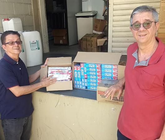 Primeira Igreja Batista doa kits de higiene para Santa Casa