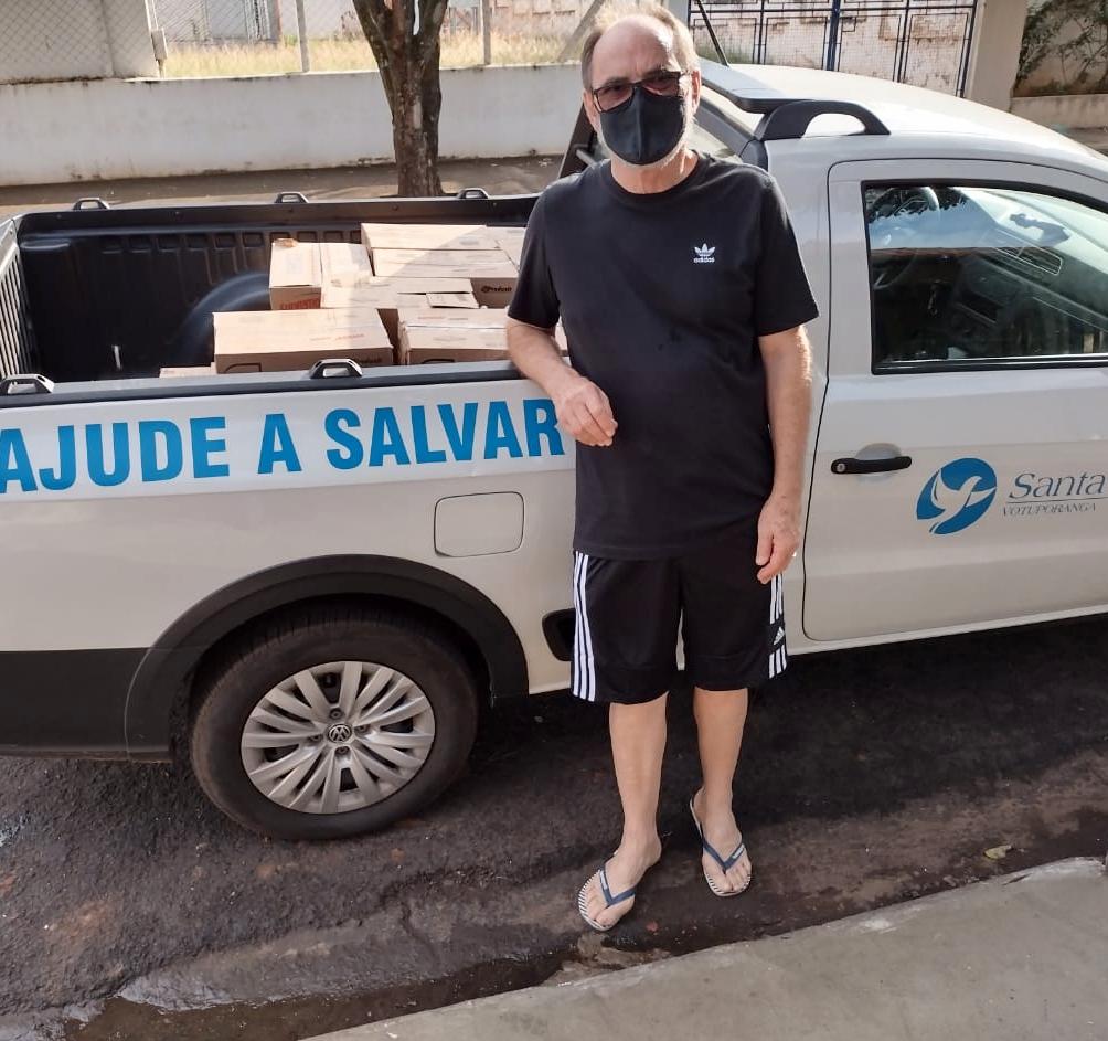 Amigos de Cosmorama fazem doação para Santa Casa