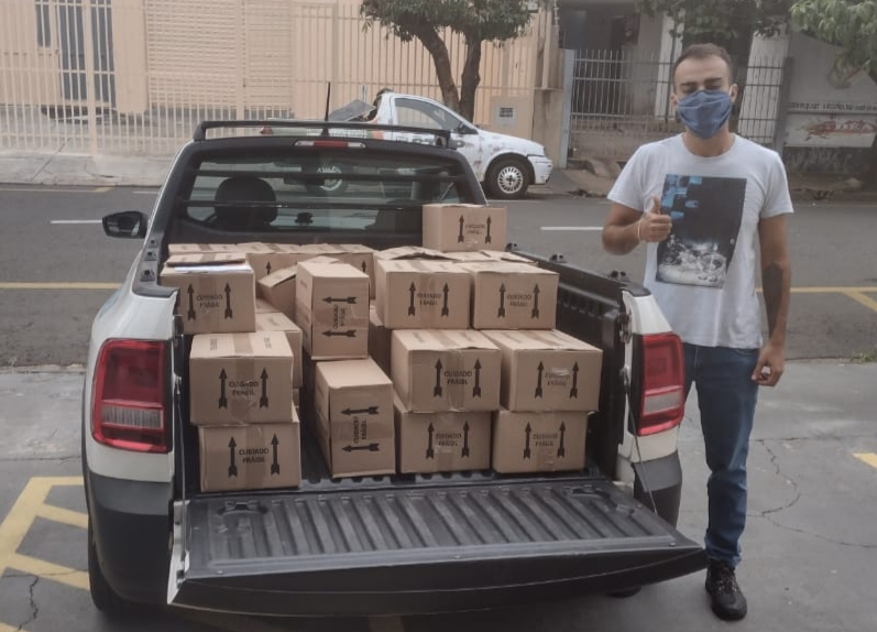 Empresa Artvita doa 630 frascos de álcool em gel
