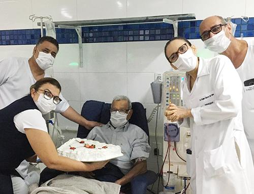 Paciente comemora aniversário na Unidade de Diálise