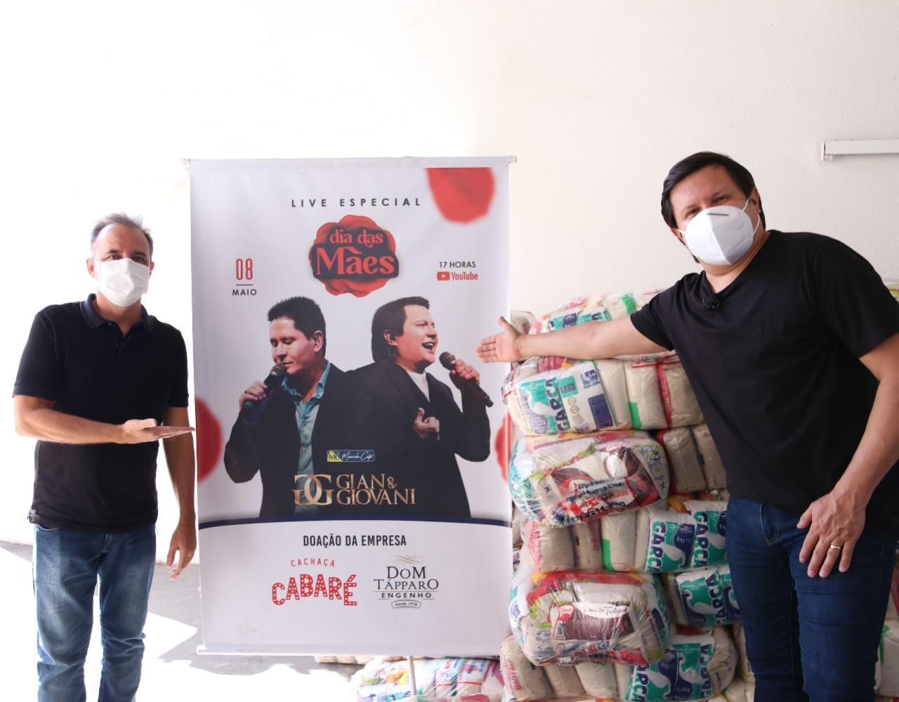 Santa Casa ganha 300 cestas básicas de live da dupla Gian & Giovani
