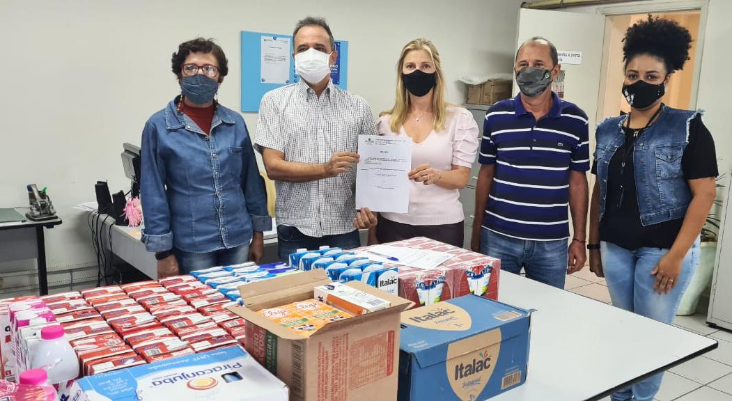 Fundo Social entrega 150 litros de leite para Santa Casa