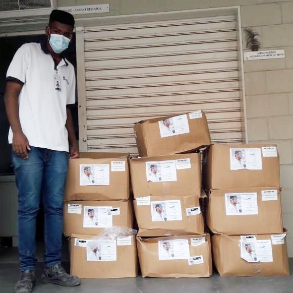 Gustavo Mioto arrecada 800 protetores faciais para Santa Casa