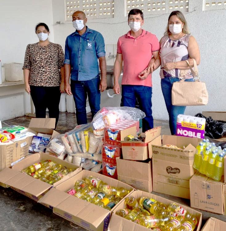 Floreal arrecada 373 quilos de mantimentos para Santa Casa