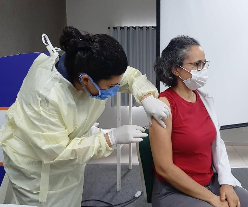 COVID-19: Colaboradores e médicos da Santa Casa começam a ser vacinados